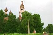 Проезжаем мимо церкви в Боровицах