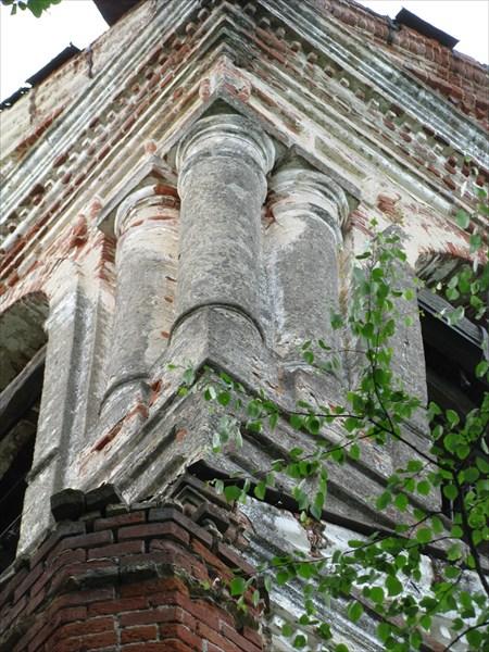 Колонны церкви в Талицах