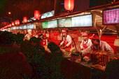 На улице Обжор в центре Пекина...