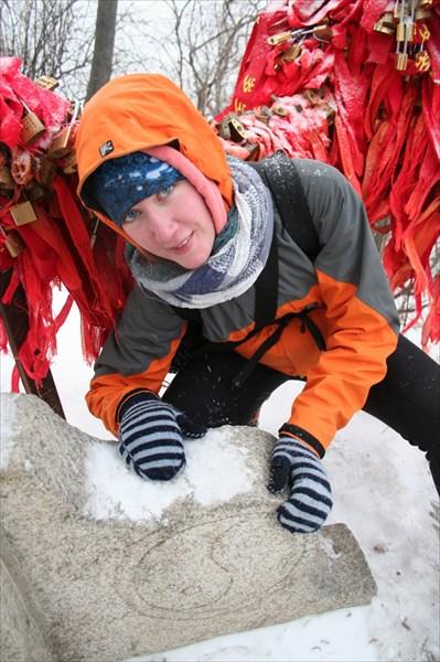Раскопали из-под снега инь-янь