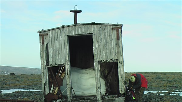 Пепелац прибыл к нам с северного полюса ) Внутри снег