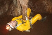 Миниатюра `Борьба спелеолога с пещерой`