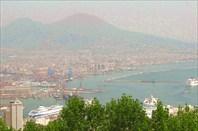 Вид на Неаполь и Везувий с крепости Сан-Мартино