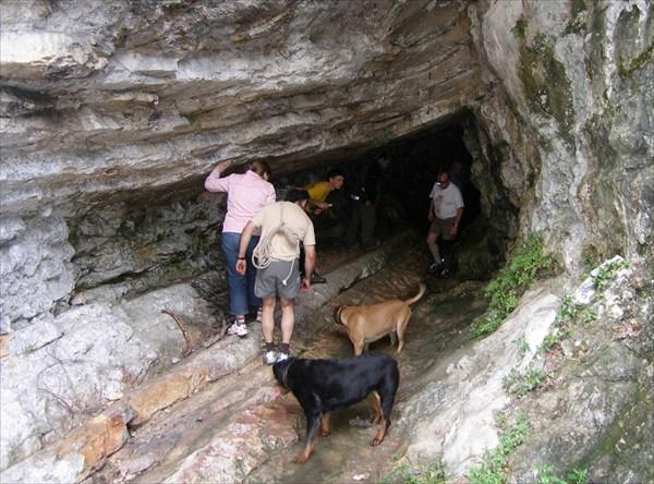 Вход в пещеру  Baume des Anges