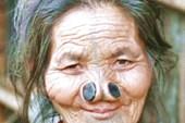 Женщина племени Апатани