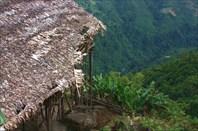 Деревня находится достаточно высоко от дна ущелья