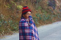 Бабушка мемба с трубкой. Пряталась от фотоаппарата до последнего