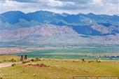 Взгляд назад на долину и селение Карачий