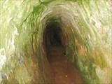 Пещеры в крепости Тустань
