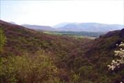 Вид от Красной пещеры.