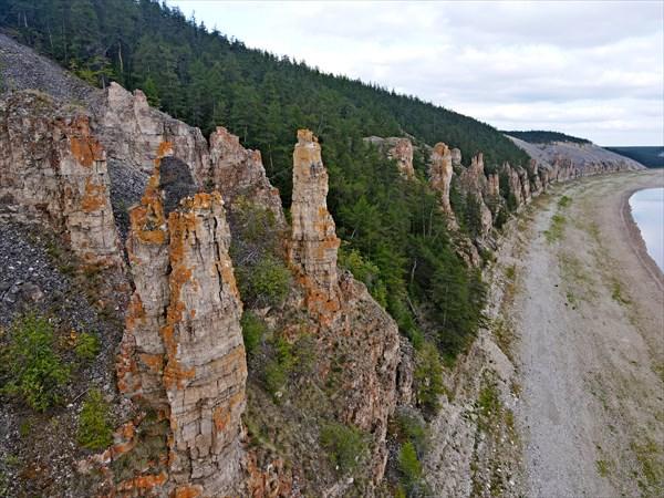 Скальный комплекс в месте впадения реки Куойки