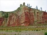 Скалы напротив впадения реки Мерчимден