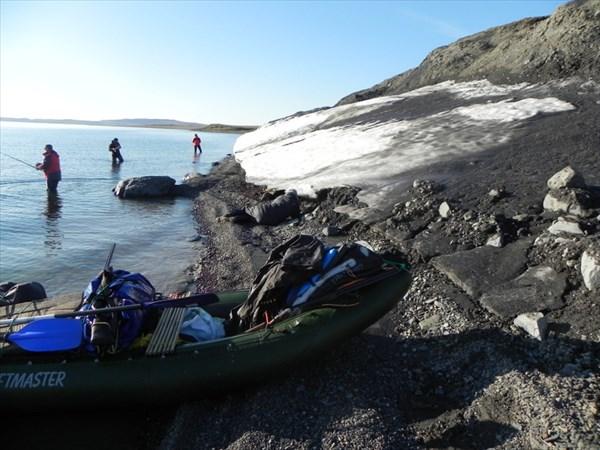 Лёд на берегу озера