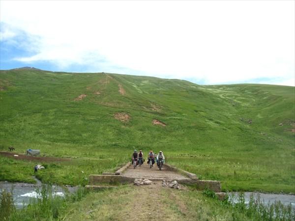 Мост ч/з р.З.Каракол по дороге на пер.Каракол