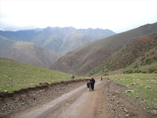 Продолжаем идти к перевалу