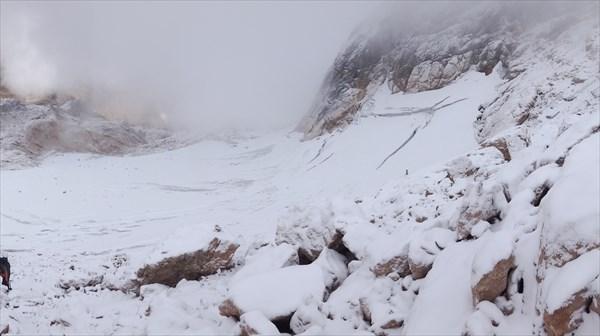 Вид на ледник со скальной полки