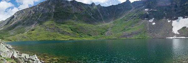 Верхнее озеро под перевалом Гутарский (Озерный)