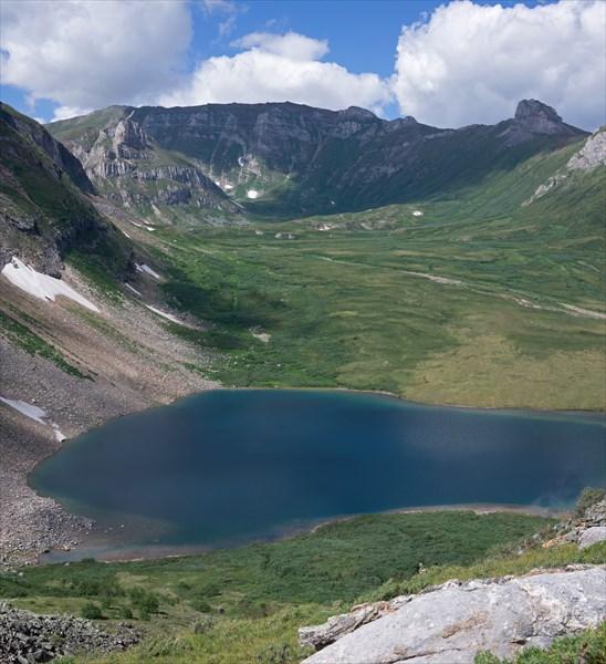 Нижнее озеро под перевалом Гутарский (Озерный)