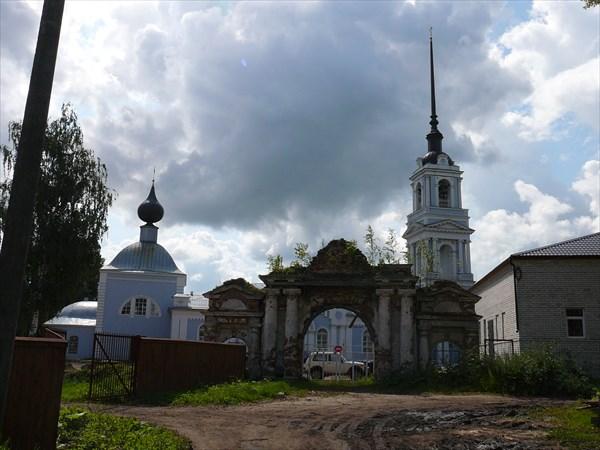 Воскресенская церковь. Въезд