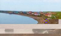 Берег залива, поселок.