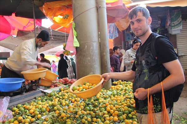 Покупаем марокканские мандарины на рынке Агадира