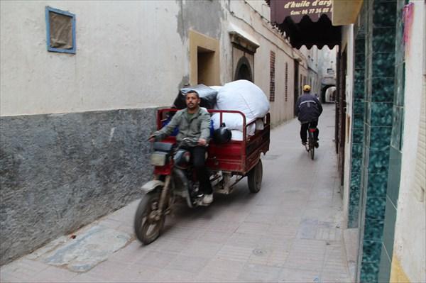 Улицы Медины Эссуэйры достаточно оживленные