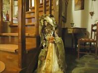 Одна из хозяйкиных кукол