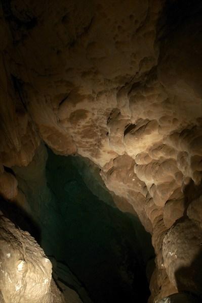 Самое, пожалуй, глубокое озеро в пещере.