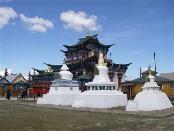 Храм Итегелова и ступы