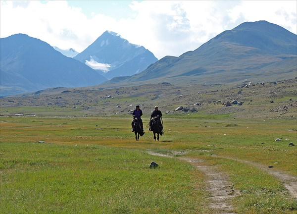 Всадники нац. парка Алтай-Тован-Богд