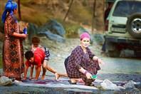 Памирский тракт . Обычное семейное  дело , мойка ковров .
