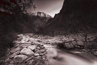 Один из притоков реки Бартанг в районе кишлака Зарджив.