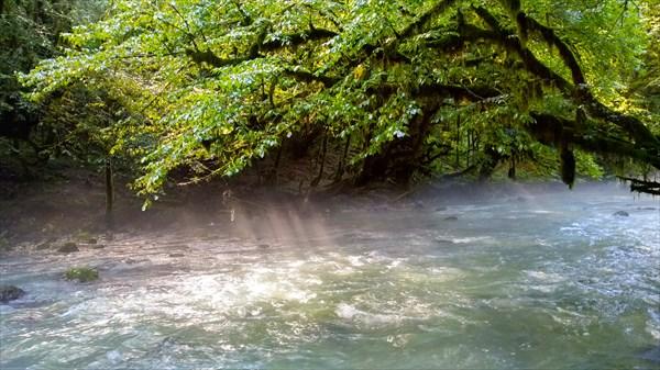 на фото: Река Мчишта (Чёрная)