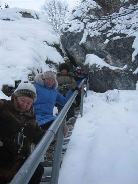Спуск в реке по лестнице