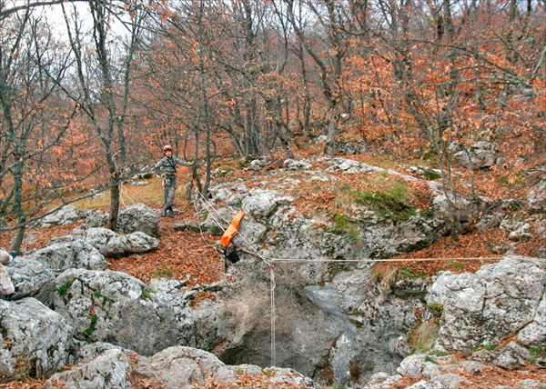 Возле пещеры Гугерджин