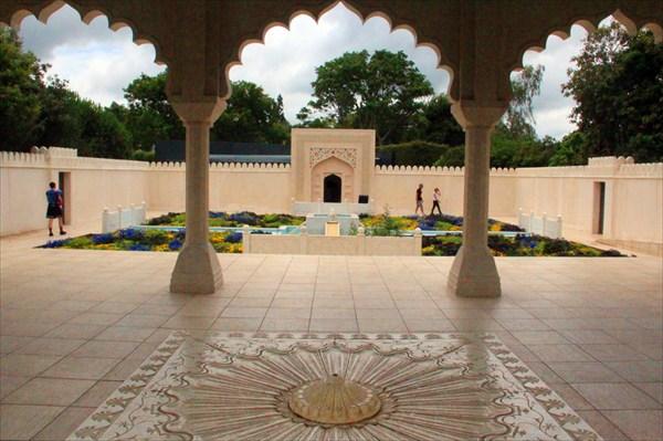 Ажурные арки в Индийском саду