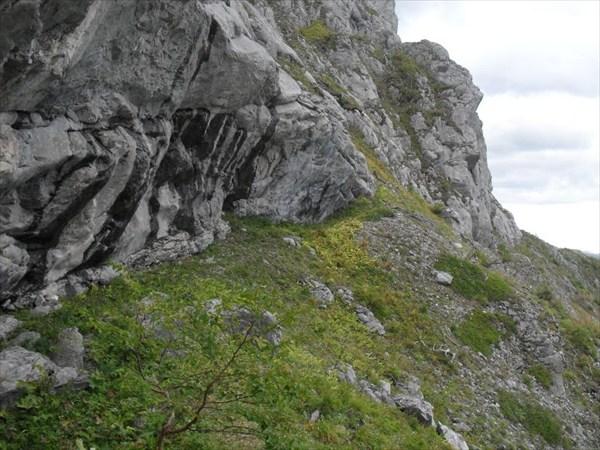 Площадка для лагеря у скального гребня. Автор-Надежда-географ.