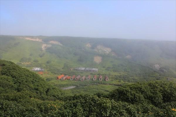 Вид с хребта на поселок Онекотан