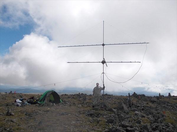 на фото: Я с антенной на вершине. Чего только Сарлык не видел...