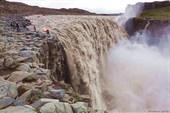 Бушующий водопад
