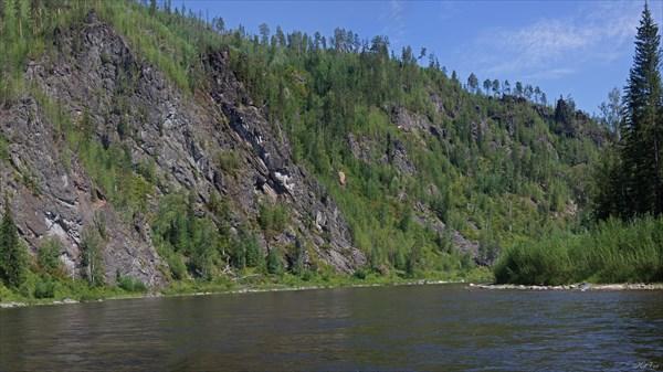 Высокие берега Тагула перед первым порогом