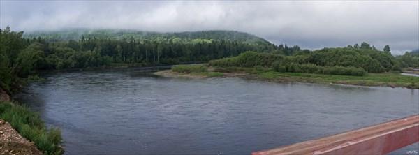 Вид с моста вверх по течению