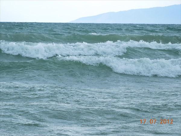 Байкалушка штормит. Баргузинский залив.