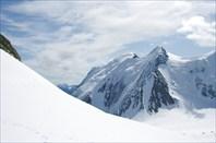Вид с перевала Делоне в сторону ледника Менсу