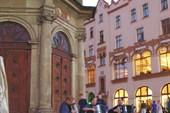 Трио баянистов возле Марьяцкого костела