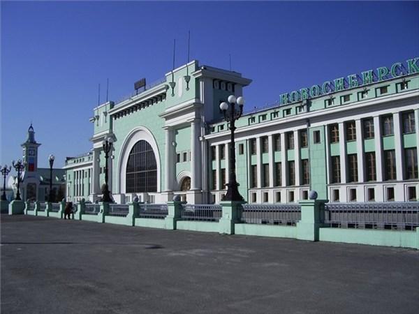 на фото: Вокзал Новосибирск Главный