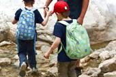 Перевод детей через ручей - ответственная задача