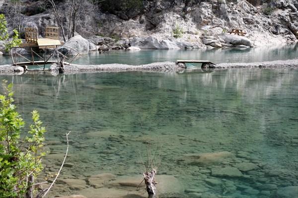 Пройти мимо этого озера и не остановиться - невозможно