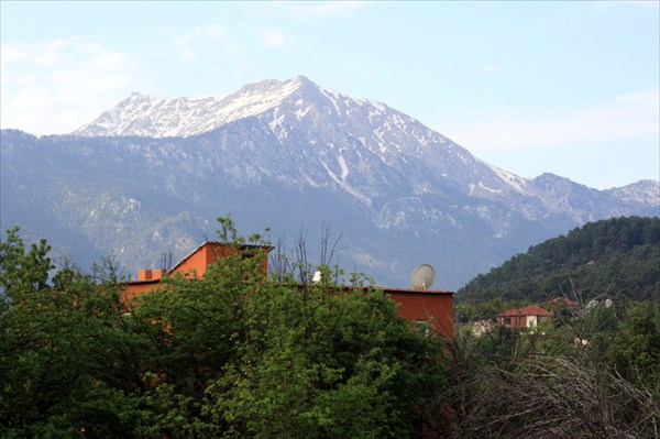 Тахталы и перевал который мы не прошли (справа)