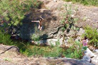 Прыжок Леши в ручей.